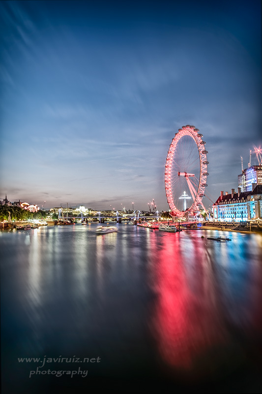 Night falls at London Eye
